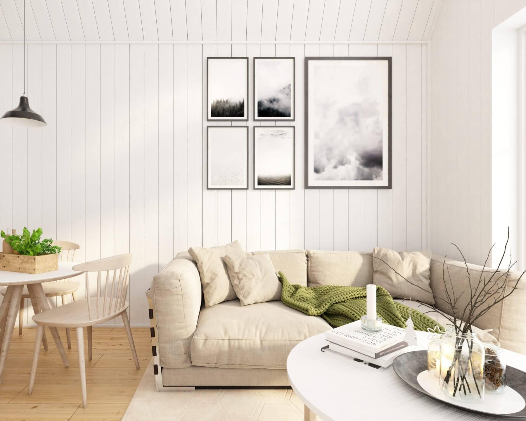 Vardagsrum med soffa och soffbord i attefallshus på 25 kvm med mansardtak och panoramafönster