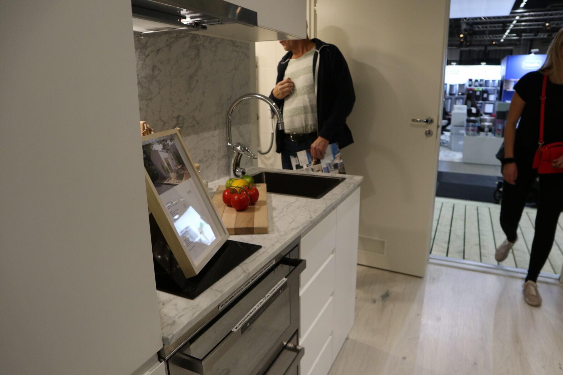Besök i köket på mässa Attefallshus