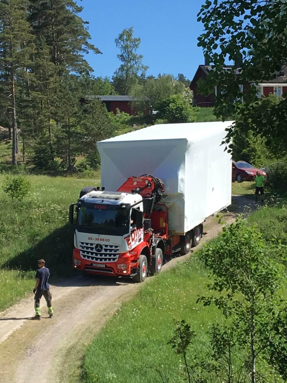 Fint väder för transport av Attefallshus