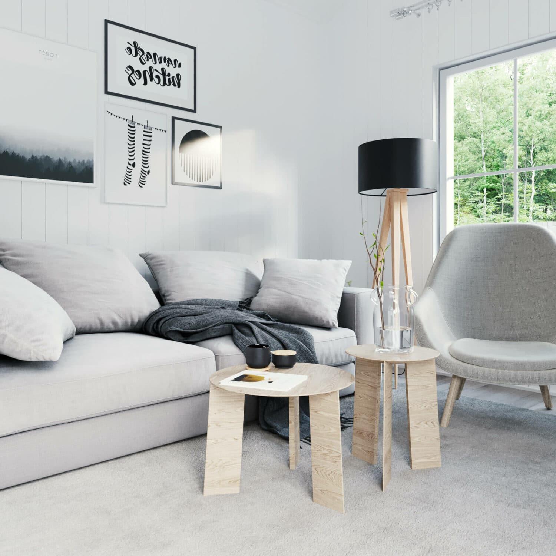 Vardagsrum i fritidshus med soffa, soffbord och fåtölj