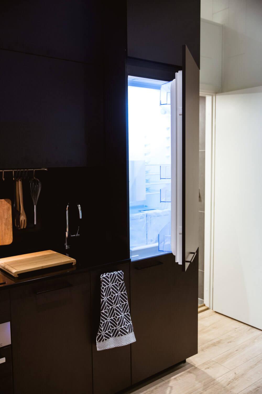 Kök med svarta luckor Attefallshus