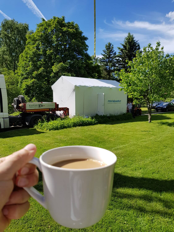 Kopp kaffe till leverans av Attefallshus