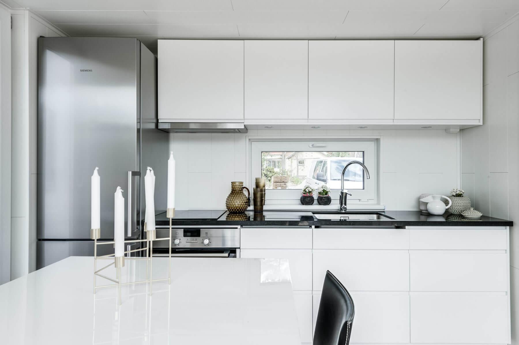 Stilrent kök med infrästa handtag attefallshus, friggebod , fritidshus