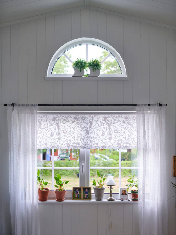 Spröjsade fönster i Attefallshus