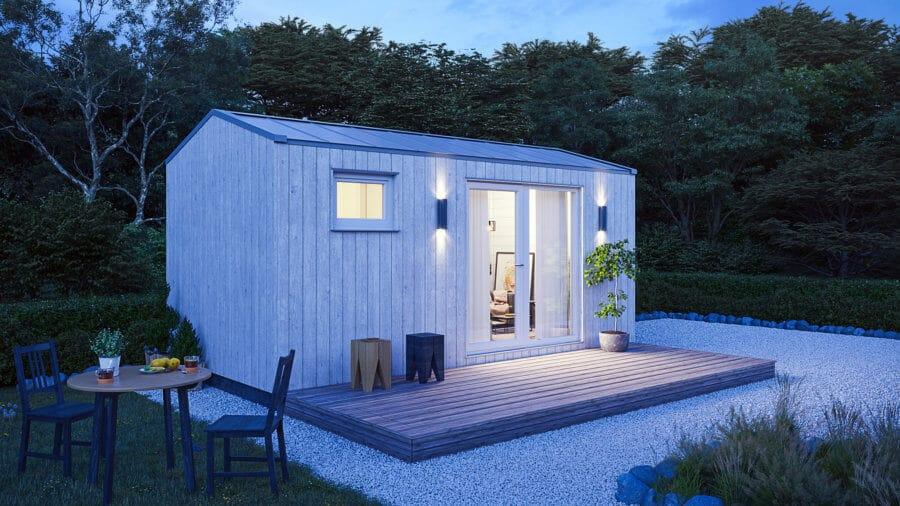 Husverket-friggebod-vit-belysning-plåttak